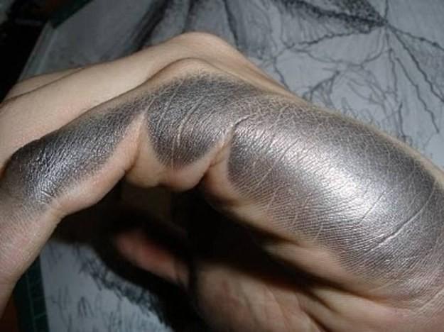 рука художника графит