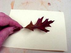 акварельные открытки из осенних листьев в технике штампирования